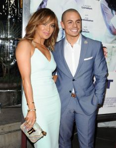 gallery-1459190630-jennifer-lopez-casper-smart-032816